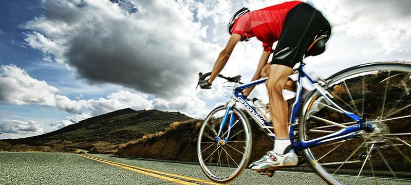 614fd801771 La conciencia ecológica y el ciclismo están más en boga que nunca, por ello  es muy sencillo conseguir una bolsa para esos paseos en bicicleta.