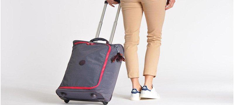 5e2caad2b ... cualquier lugar del mundo gracias a su divertido llavero del monito,  que distingue sus mochilas, bolsos, carteras, billeteras, maletas e incluso  ropa.